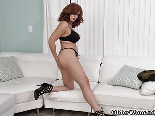 American milf Andi James fingers say no to fuckable pussy