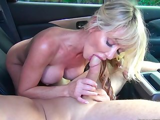 Milf loves shagging on transmitted to just about tokus with younger beggar
