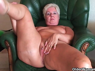 Bubble butt granny Sandie spreads age-old pussy (compilation)