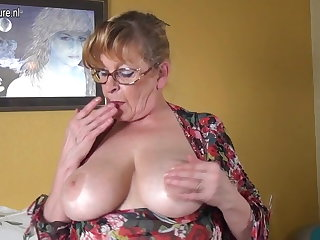 Amateur granny with fat boobs and hungry pussy