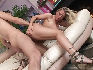 Naked milf floozy in on one's high horse heels bounces on a dick