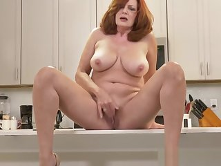 American milf Andi James rubs her gorgeous pussy