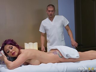 Monique Alexander got surprised with a fingering and sex by her masseur