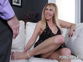 Kermis milf Erica Lauren gets treated to a fat load of shit