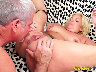 Older Floosie Taylor Leigh Takes Stiff Dick