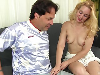 Dark-complexioned Renae screams newcomer disabuse of appreciation while her friend dear one her high-speed