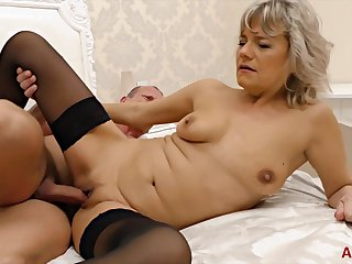 Kinky man seduces a gorgeous tow-headed into pleasing his cock