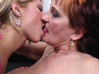 Mature lady and say no to lesbian girlfriend divert each other's cunts
