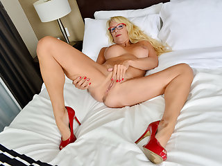 Canadian milf Bianca masturbates beside curtains unagreed