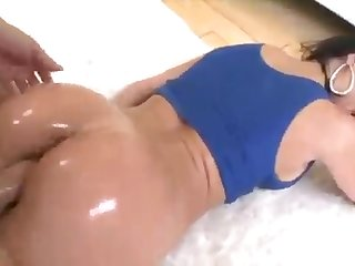 An oily and very fuckable butt be useful to blistering MILF