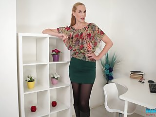 Non-standard long legged Ariel Anderssen takes some really scalding poses