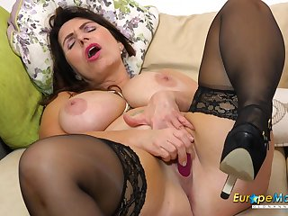 Unassisted horny grown-up Josephine on her day-bed masturbates with her vibrating toy