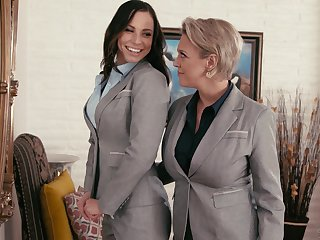 Aidra Fox learns all almost lesbian pleasures from Dee Williams