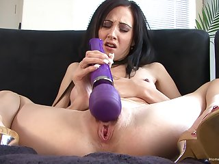 Bony brunette mature spreads her legs to pleasure her pussy