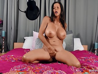 Cougar shakes them huge melons when finger fucking like a goddess