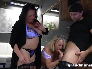 A guy gets used by two BBWs in along to hottest threesome evermore