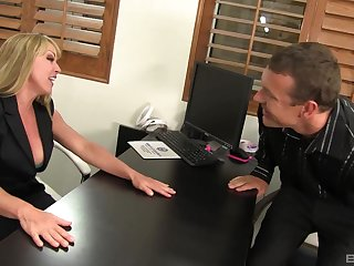 Off colour wife Shayla Laveaux spreads her legs to urgency a expansive dick