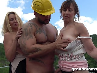 Deep sex with in the buff matures in full open-air orgy