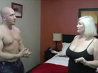 Chubby mature Lacey Starr enjoys having sexual connection with a husky man